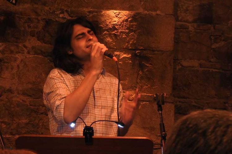 «Τραγούδια διαλεκτά» από τον Γιώργο Καγιαλίκο στο Κελάρι του Athenaeum