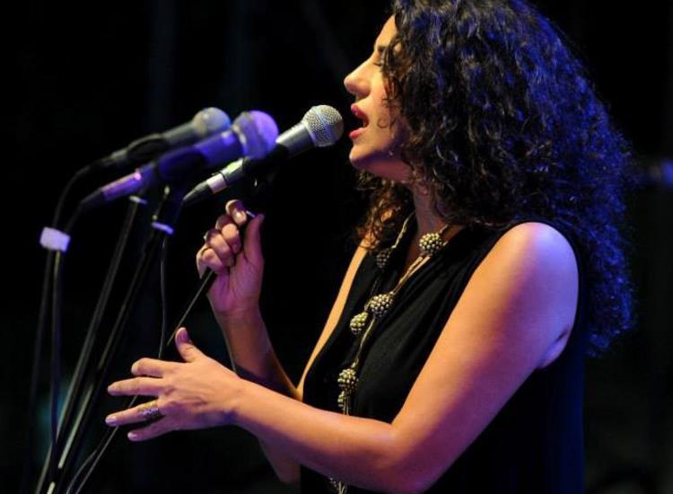 Σοφία Παπάζογλου:«Είμαι τραγουδίστρια πορείας και όχι του ενός σουξέ»