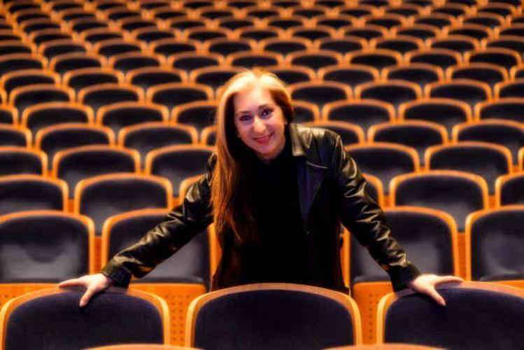 Η Αλεξάνδρα Γκράβας τραγουδά για τη μουσική εκπαίδευση των παιδιών στα ελληνικά νησιά